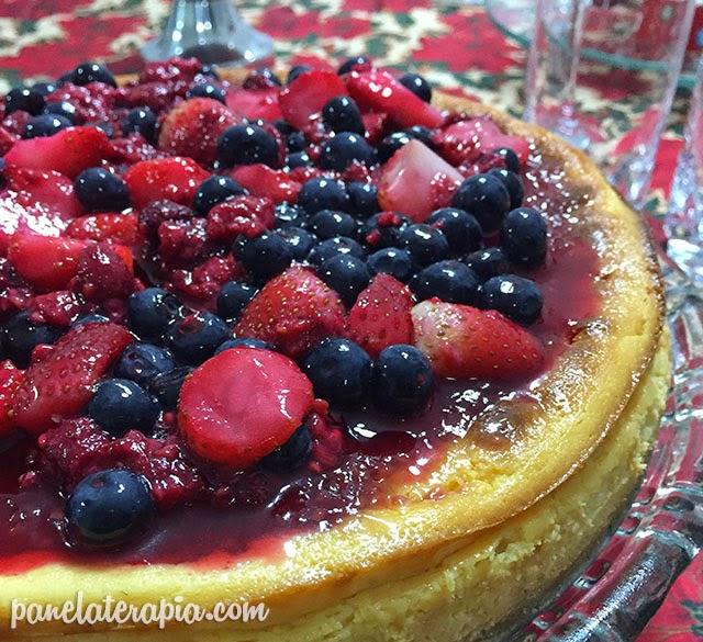 Cheesecake de Chocolate Branco com Frutas Vermelhas