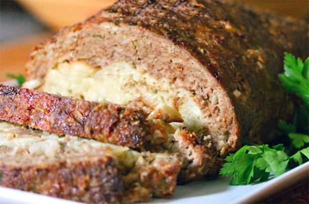 Bolo de Carne com Recheio de Queijo